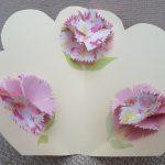 母の日カードを手作り簡単飛び出すカーネーションの花が可愛いです